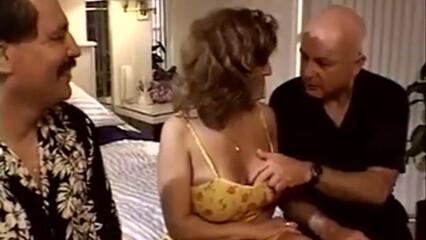 Куколд муж смотрит как три самца во все щели дерут его сочную супругу