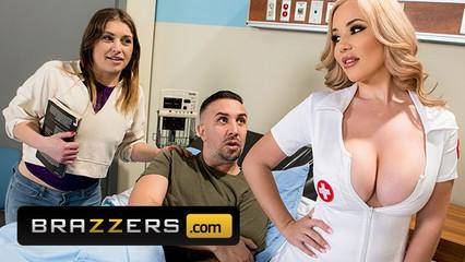 Пациент в больнице лечится с помощью сисястой медсестры